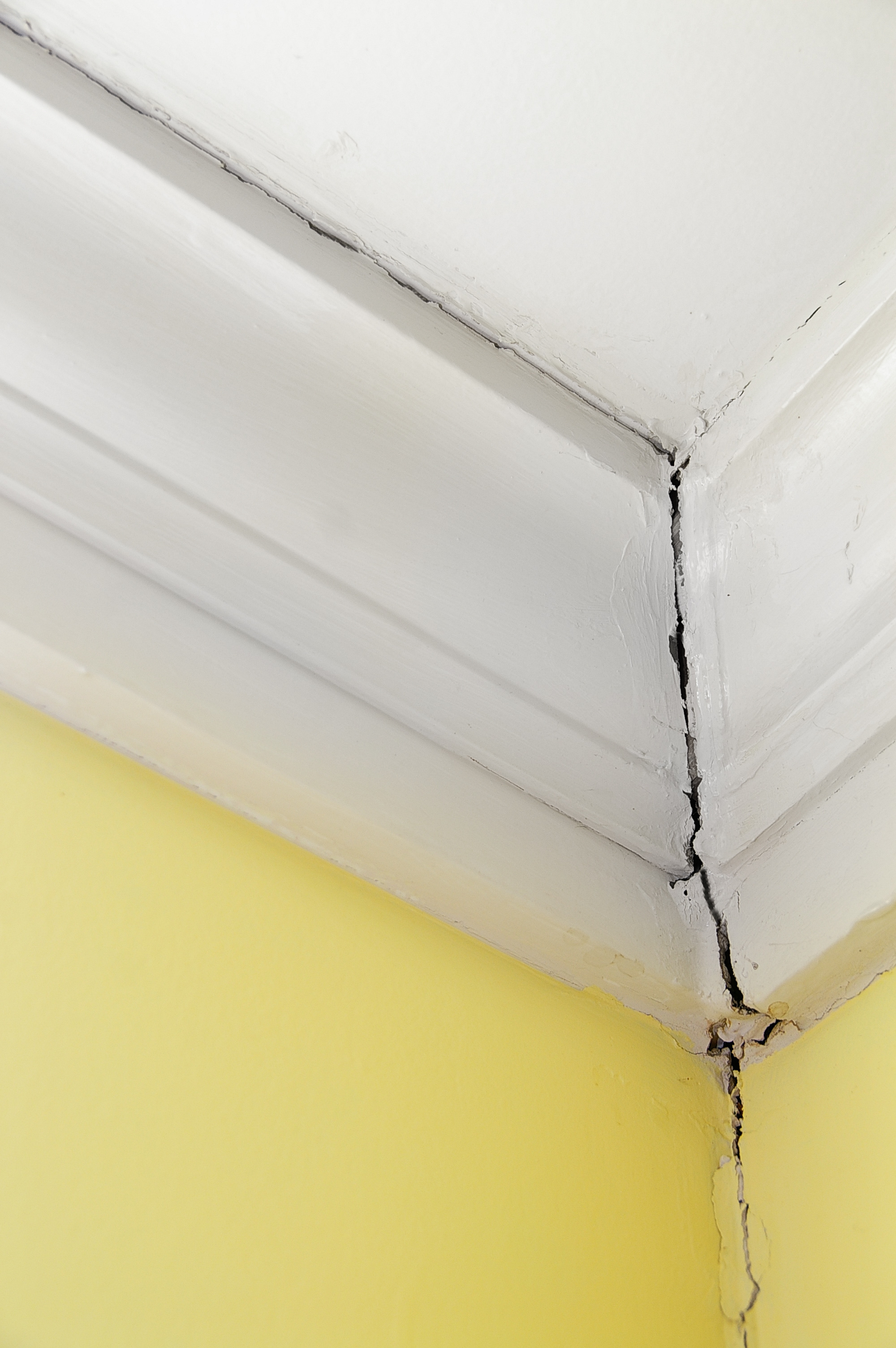How to repair cracks in walls - How To Fix A Hairline Crack In A Textured Sheetrock Repairing A Textured Ceiling Crack How To Fix A Hairline Crack In A Textured Sheetrock Repairing A
